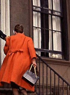 Breakfast at Tiffany's Audrey Hepburn as Holly Golightly in Givenchy coat Parfum Givenchy, George Peppard, Blake Edwards, Audrey Hepburn Movies, Retro Fashion, Vintage Fashion, American First Ladies, Holly Golightly, Jackets