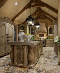 Tuscan style which is so appealing. The article tells all about how to design Tuscan style. Tuscan Kitchen, Traditional Kitchen Design, Luxury Kitchens, Italian Kitchen Design, Tuscan Decorating, Mediterranean Home Decor, Italian Kitchen, Kitchen Styling, Traditional Kitchen