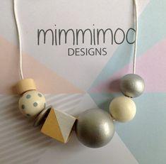 Wooden Bead Necklace di MimmimooDesigns su Etsy