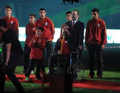 Cimbom şampiyonluğu böyle kutladı; Efsanelerden Berlin Panteri Turgay ŞEREN ve U9 takımının kaptanı 9 yaşındaki  Umut'da onun yanındaydı.