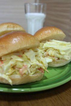 브런치 메뉴로 좋아요..사라다빵 – 레시피 | Daum 요리 K Food, Salmon Burgers, Sandwiches, Brunch, Chicken, Fruit, Cooking, Breakfast, Ethnic Recipes