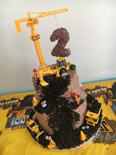 Digger cake for a digger-mad little boy. www.mrsbmummyofthree.co.uk