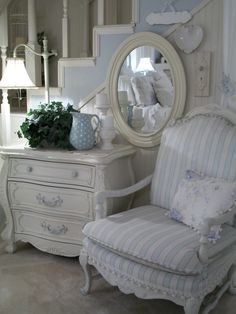 6 Interesting Clever Ideas: Shabby Chic Furniture Blue shabby chic home exterior.Shabby Chic Home Accessories. Shabby Chic Apartment, Shabby Chic Living Room, Shabby Chic Bedrooms, Shabby Chic Cottage, Vintage Shabby Chic, Shabby Chic Homes, Shabby Chic Furniture, Hall Furniture, Modern Cottage