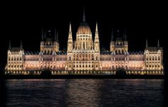 Budapest is a true European gem! The city will dazzle you with its sights and must-dos. Here's a cheat sheet for Budapest First-Timers! Cities In Europe, Central Europe, City Architecture, Beautiful Architecture, Week End Romantique, Budapest Travel, Budapest City, Buda Castle, Destinations