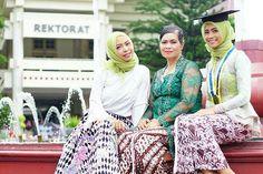 @Regranned from @rizkirahmaaa - . Percayalah bahwa keluarga adalah tempat terbaik untuk berbagi. . . Inframe: @rizkirahmaaa @sintadewipurwati @nurizkyhand . . 📷 @galihakartiko @galihartphoto - . . #regrann #fotowisuda #wisuda #congraduation #uny #jogjaversitas #photography #batik #family #familyphotos #happygraduation #graduationphoto #sonyalpha_yk #sonya6000 #sonyalpha_id #instamoment #instaphoto #instagood