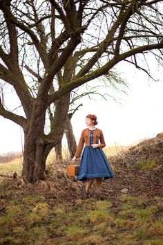 #DIRNDL NINA #SPITZENBLUSE SYBILLE #LEDERJACKE ARMINA #DIRNDL MELANIE - Vuigfui TrachtenmanufakturVuigfui Trachtenmanufaktur Folklore, Photo And Video, Instagram, Maid, Work Attire, Leather Jackets, Chic, Linen Fabric, Knit Jacket