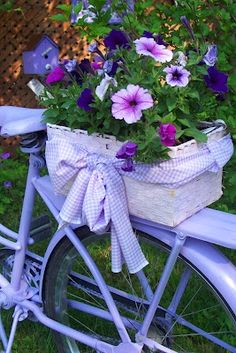 Pretty lilac bike with basket of pretty flowers Bike Planter, All Things Purple, Vintage Bicycles, Yard Art, Container Gardening, Flower Arrangements, Beautiful Flowers, Beautiful Things, Bike Baskets