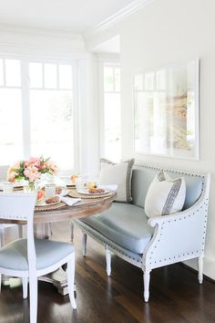 With Mother's Day dinners and celebrations coming up this week, I've got dining room design on the brain! Today I'm sharing three of my favorite dining room trends as well as tips on incorporating these trends into your dining areas.