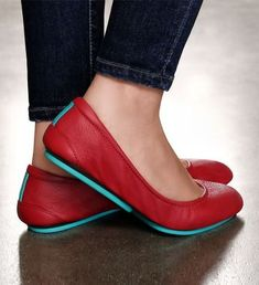 Red alert Make a statement this season in Cardinal Red Tieks Tieks Ballet Flats Red Shoes, Cute Shoes, Me Too Shoes, Women's Shoes, Half Shoes, Wing Shoes, Red Flats, Shoes Style, Look Fashion
