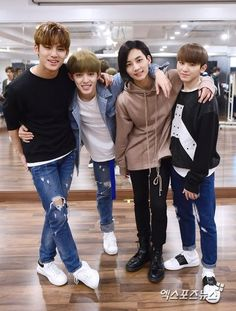 Mingyu, S.Coups, Jeonghan, Woozi Where's seungcheol's other leg??