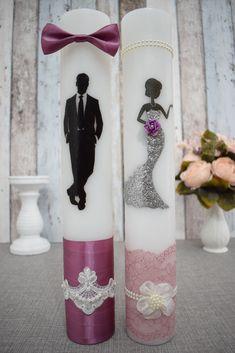 Lumanari de nunta cu mire si mireasa chic cu argintiu. Unity Candle, Pillar Candles, Wedding Crafts, Wedding Decorations, Baby Wedding, Diy Crafts To Sell, Wedding Ceremony, Candle Holders, Projects