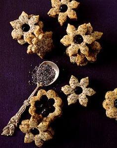 Poppy seed biscuits with plum filling - 100 g whole poppy seed 200 g butter 100 g sugar 1 egg tbsp. Cake Mix Cookies, Brownie Cookies, No Bake Cookies, Christmas Cookies, Cake Mix Recipes, Easy Cookie Recipes, Cookies And Cream Milkshake, Biscuits, Whoopie Pies