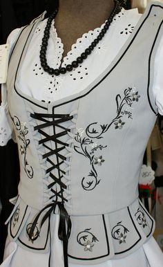 Technically not an underthing, but garby garb polish-inspired bodice