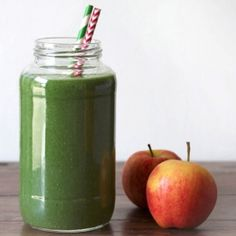 A deliciously sweet detox smoothie with apples, pear, avocado and spinach.