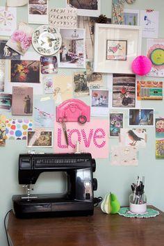 Inspiration wall, & black! sewingmachine...