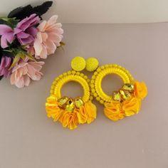 Artículos similares a Camile Yellow Floral Hoop Earrings en Etsy Yellow Earrings, Big Earrings, Etsy Earrings, Beaded Earrings, Statement Earrings, Hoop Earrings, Crochet Earrings, Peacock Art, Floral Hoops