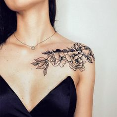 23 Sexy Tattoos for Women You'll Want to Copy Detailliertes Tattoo, Form Tattoo, Shape Tattoo, Body Art Tattoos, Female Arm Tattoos, Sexy Tattoos For Women, Shoulder Tattoos For Women, Tattoos For Guys, Front Shoulder Tattoos