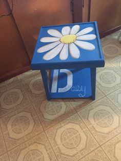 Daisy End Table that will be available at the Junk in the Trunk show at WestWorld in Sept 2016 Booth #99