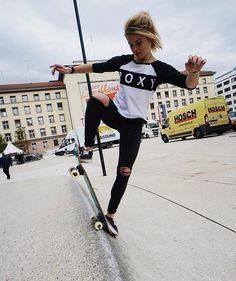 skate girl #walu Skates, Baddie, Skateboard Pictures, Skate Girl, Surfer Girl Style, Skate Style, Surf Girls, Skateboards, Beautiful Models