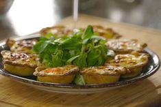 Καλαθακια με τυρια και εμπνευση απ' τη Κυθνο Baked Potato, Food And Drink, Potatoes, Yummy Food, Meat, Chicken, Baking, Ethnic Recipes, Gastronomia