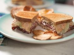"Reuben Sandwiches (Rainbow Connection) - Trisha Yearwood, ""Trisha's Southern Kitchen"" on the Food Network. Picnic Sandwiches, Reuben Sandwich, Wrap Sandwiches, Sandwich Recipes, Sandwich Ideas, Lunch Recipes, Mayonnaise, Ketchup, Food Network/trisha"