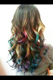 looks like a prism shining on her hair, i'd love to recreate this.
