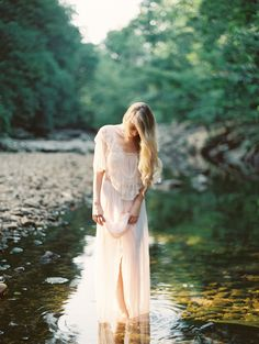Delicate Outdoor Bridal Portrait Ideas | Wedding Ideas | OnceWed.com