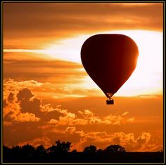 Would love to go on a Hot Air Balloon ride....on a Autumn sunset it couldn't get any better #cosyautumn