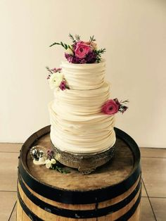 Unknown source. Some wedding cake inspo.