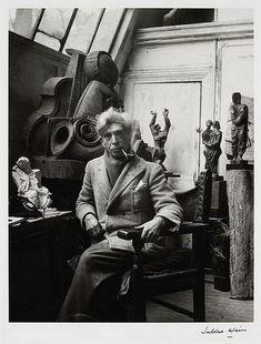 Ossip Zadkine est un sculpteur cubiste français né le 14 juillet 1890 à Vitebsk (Biélorussie) et décédé le 25 novembre 1967 à Paris.  Photo Sabine Weiss