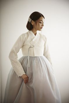 Traditional outfits, korean traditional dress, modern hanbok, korean art, k Korean Traditional Clothes, Traditional Fashion, Traditional Dresses, Traditional Wedding, Korean Fashion Summer Casual, Korean Fashion Trends, Korean Street Fashion, Korean Dress, Korean Outfits