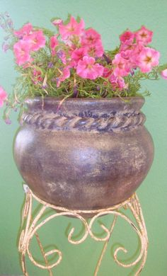 Rope Neck Small Chata Planter Approx $25 #oldworldpotteryofwichitafalls #flowers #pottery #planter  #terracotta #rustic #aged