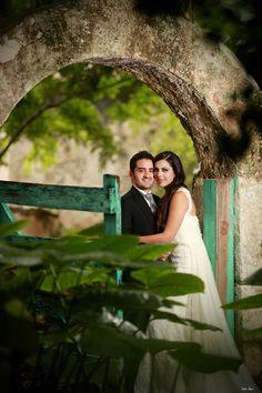 www.charmingstudio.com.mx   Sesión de fotos de los novios  / Wedding Planning Merida, Yucatan, Mexico    #boda #mexico #yucatan #merida #bodamexico #bodayucatan #bodamerida #weddingplanning  #organizaciondebodas #coordinaciondebodas #bodadestino #bodasdestino #hacienda
