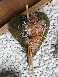 Weiteres - Grab Gesteck Allerheiligen Herz Moos Natur - ein Designerstück von Die-Ideenschmiede bei DaWanda