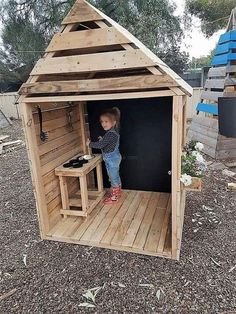 Break Down a Pallet the Easy way for Wood Projects Innovative DIY-Projekte für Expair Pallet Wood - Pallet Crafts, Diy Pallet Projects, Garden Projects, Easy Wooden Projects, Outdoor Pallet Projects, Garden Ideas, Pallet Playhouse, Playhouse Outdoor, Outdoor Play