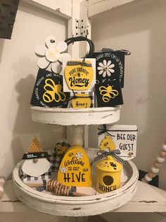Bee Skep, Bee Hives, Bee Crafts, Wood Crafts, Primitive Crafts, Block Painting, Stacking Blocks, Tray Decor, Tier Tray