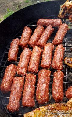 Mici Recipe, Romanian Food, Tasty, Yummy Food, Russian Recipes, Summer Bbq, Love Food, Bread Recipes, Entrees