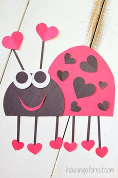 Adorable Valentine Craft for Kids ~ Heart Bug - It's a LOVE - noel Valentine's Day Crafts For Kids, Valentine Crafts For Kids, Valentines Day Activities, Daycare Crafts, Classroom Crafts, Valentines Day Party, Toddler Crafts, Preschool Crafts, Holiday Crafts