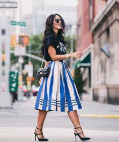 """""""Check it  www.jadeseba.com.br • Tem post com todos os detalhes do look #DAY1 aqui em #nyc. In love por essa saia midi com a tshirt descontraída, fez…"""""""