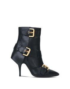 Stivali Moschino Donna su Moschino Online Store. Pagamenti sicuri e spedizioni in tutto il mondo.
