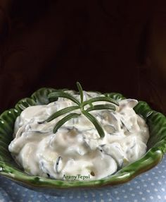 AranyTepsi: Fokhagymás-tejfölös cukkinisaláta Icing, Salads, Pudding, Pie, Desserts, Food, Flan, Torte, Postres
