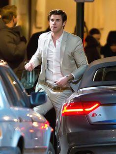 Handsome Liam Hemsworth. Stawp.