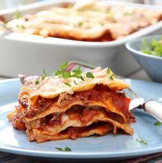 Homemade Lasagna Traditional Sausage Lasagna with Cream Cheese Homemade Lasagna Recipes, Best Lasagna Recipe, Easy Chicken Recipes, Pasta Recipes, Cooking Recipes, Lasagne Recipes, Cream Cheese Lasagna, Sausage Lasagna, Mushroom Lasagna