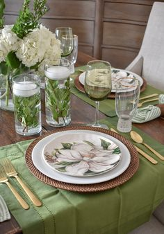 Simple Spring Green and White Tablescape – Home with Holliday – Tableware Design 2020 White Table Settings, Easter Table Settings, Banquet, Green Plates, Dining Room Bar, Ceramic Tableware, Decoration Table, Spring Green, Tablescapes