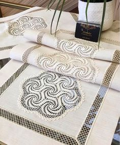 Table Covers, Quilts, Blanket, Youtube, Instagram, Charts, Home Decor, Graphics, Decoration Home