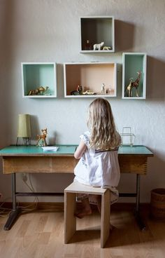6 Old School Desks - Petit & Small Big Bedrooms, Girls Bedroom, Lego Bedroom, Childs Bedroom, Old School Desks, Kid Desk, Kids Corner, Kid Spaces, Kidsroom