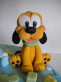 Fondant Dog, Fondant Animals, Fondant Cake Toppers, Fondant Figures, Mickey And Minnie Cake, Bolo Mickey, Mickey Mouse And Friends, Mickey Mouse Cupcakes, Clay Projects