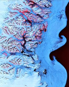 The US Geological Survey has released a new selection of interesting images from the Landsat 5 and Landsat 7 satellites showing the Earth is all its glorious colour.