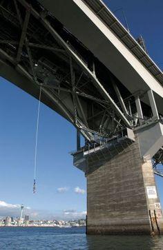Bungee jump em Auckland Harbour Bridge, Nova Zelândia