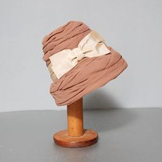I wish hats like this would come back into fashion.